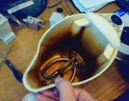 Как убрать накипь в чайнике ?