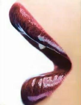 Как девушке простыми методами увеличить губы ?