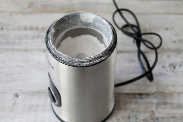 измельчить соль в кофемолке